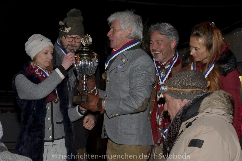 Angermaier - Jubilaeums Eisstock-WM in Tracht 0900