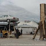 Tollwood Aufbau des Eingangskunstwerks 0050