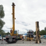 Tollwood Aufbau des Eingangskunstwerks 0120