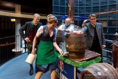 Bayerische Bierkönigin lernt anzapfen 7
