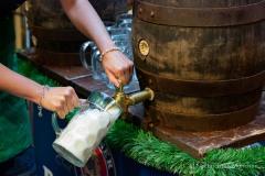 Bayerische Bierkönigin lernt anzapfen 9