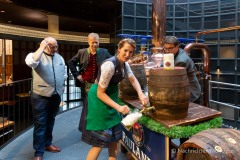 Bayerische Bierkönigin lernt anzapfen 14