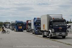 Hilfe-fuer-Marktkaufleute-und-Schausteller-Fahrzeugkorso-035