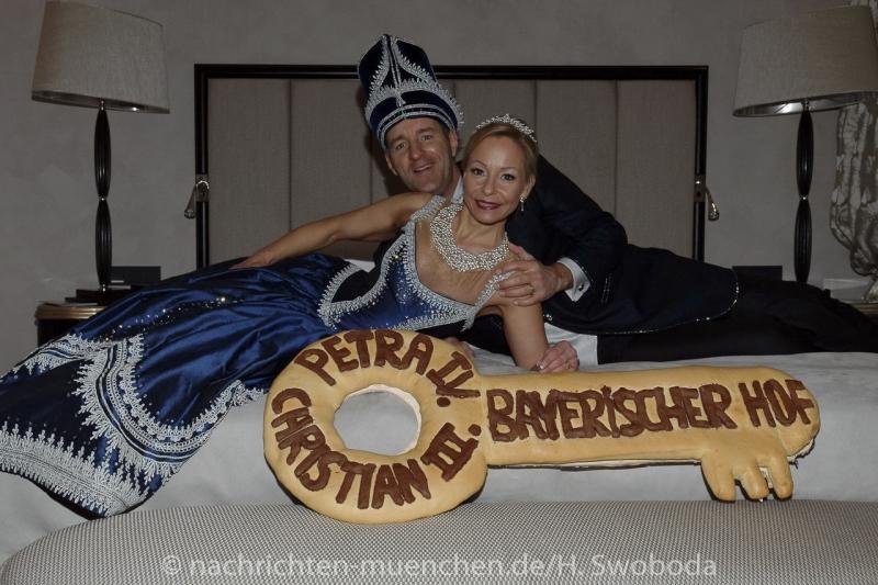 D170201-112914.000-100-Narrhalla-Einzug_Prinzenpaar_Bayerischer_Hof