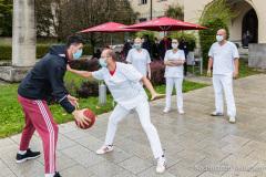 FC-Bayern-Basketball-spendet-30.000-Euro-an-Muenchen-Klinik-3-von-9