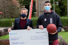FC-Bayern-Basketball-spendet-30.000-Euro-an-Muenchen-Klinik-8-von-9