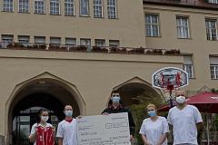 FCBB-Heldenfan-Spende-an-Muenchen-Klinik-4