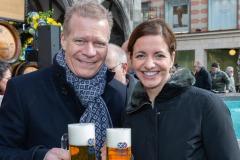 Geldbeutelwaschen-im-Fischbrunnen-München-2020-3-von-8