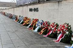 Kranzniederlegung-am-Mahnmal-der-KZ-Gedenkstaette-Dachau-1-von-42