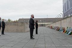 Kranzniederlegung-am-Mahnmal-der-KZ-Gedenkstaette-Dachau-3-von-42