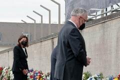 Kranzniederlegung-am-Mahnmal-der-KZ-Gedenkstaette-Dachau-4-von-42