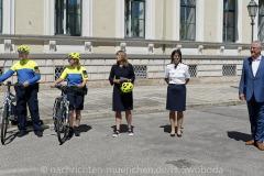 Neue-Radl-Uniform-fuer-die-Bayerische-Polizei_-13