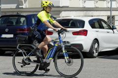 Neue-Radl-Uniform-fuer-die-Bayerische-Polizei_-3