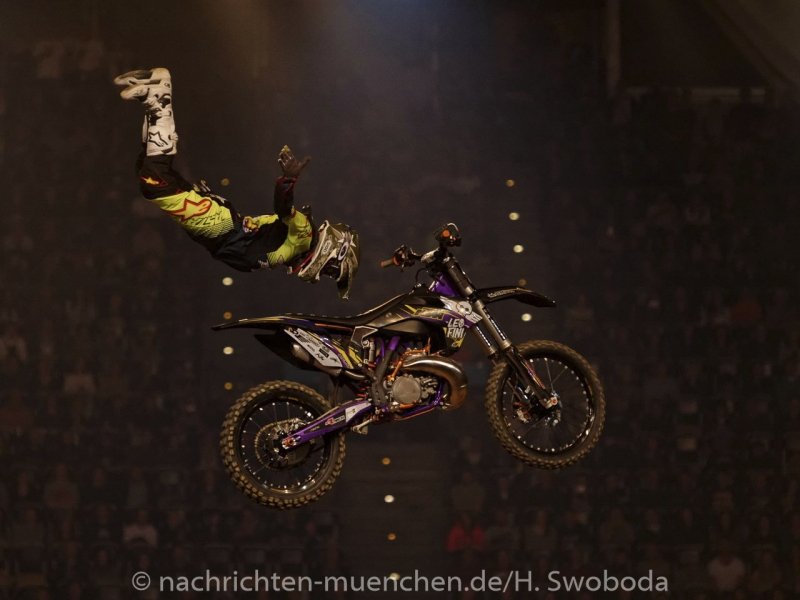 NIGHT of the JUMPs 2017 1400