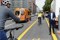Muenchens-erste-Pop-up-Bike-Lane-005