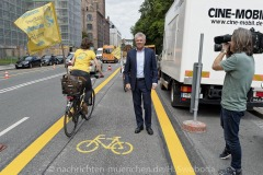 Muenchens-erste-Pop-up-Bike-Lane-006