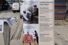 StopBombingCivilians-Haushohes-Graffiti-gegen-Bomben-auf-Wohngebiete-eingeweiht-1-von-62