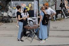StopBombingCivilians-Haushohes-Graffiti-gegen-Bomben-auf-Wohngebiete-eingeweiht-11-von-62