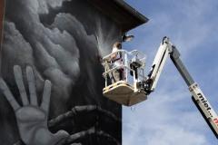 StopBombingCivilians-Haushohes-Graffiti-gegen-Bomben-auf-Wohngebiete-eingeweiht-12-von-62