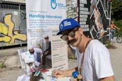 StopBombingCivilians-Haushohes-Graffiti-gegen-Bomben-auf-Wohngebiete-eingeweiht-15-von-62