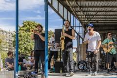 StopBombingCivilians-Haushohes-Graffiti-gegen-Bomben-auf-Wohngebiete-eingeweiht-29-von-62