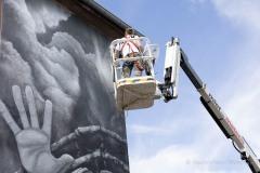 StopBombingCivilians-Haushohes-Graffiti-gegen-Bomben-auf-Wohngebiete-eingeweiht-8-von-62