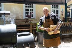 Traditionsbiergarten-Menterschwaige-wird-zu-Muenchens-BBQ-Hotspot-1-von-25
