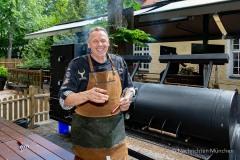 Traditionsbiergarten-Menterschwaige-wird-zu-Muenchens-BBQ-Hotspot-11-von-25