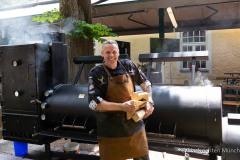 Traditionsbiergarten-Menterschwaige-wird-zu-Muenchens-BBQ-Hotspot-3-von-25