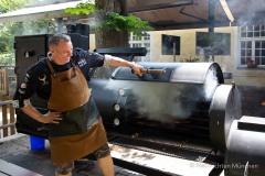 Traditionsbiergarten-Menterschwaige-wird-zu-Muenchens-BBQ-Hotspot-5-von-25