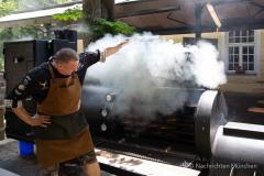 Traditionsbiergarten-Menterschwaige-wird-zu-Muenchens-BBQ-Hotspot-6-von-25