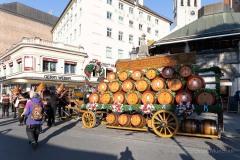 Unser-Herz-fuer-die-Wiesn-2021-Muenchner-Brauer-und-Wiesnwirte-laeuten-symbolisch-Oktoberfest-ein-3-von-44