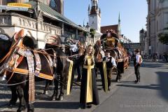 Unser-Herz-fuer-die-Wiesn-2021-Muenchner-Brauer-und-Wiesnwirte-laeuten-symbolisch-Oktoberfest-ein-6-von-44