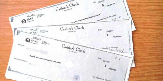 Fast ein teurer Flug - Passagiere vergessen Kassenschecks mit einem Gesamtwert von knapp 166.000 US-Dollar im Flieger