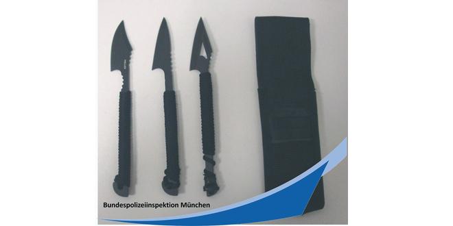 Reisender hantiert in S-Bahn mit Messern