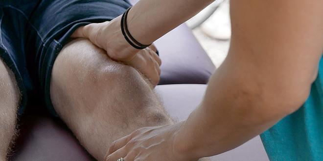 Schmerzen im Knie: Therapie-Alternativen bei Gelenkproblemen