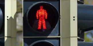 Unterhaching: 15-jährige Schülerin beim Überqueren der Fahrbahn vom Pkw erfasst