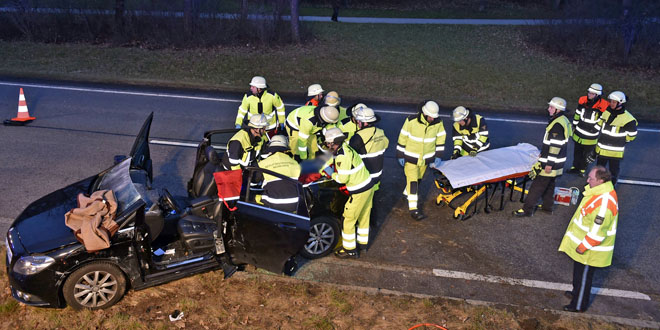 Frau bei Verkehrsunfall schwer verletzt
