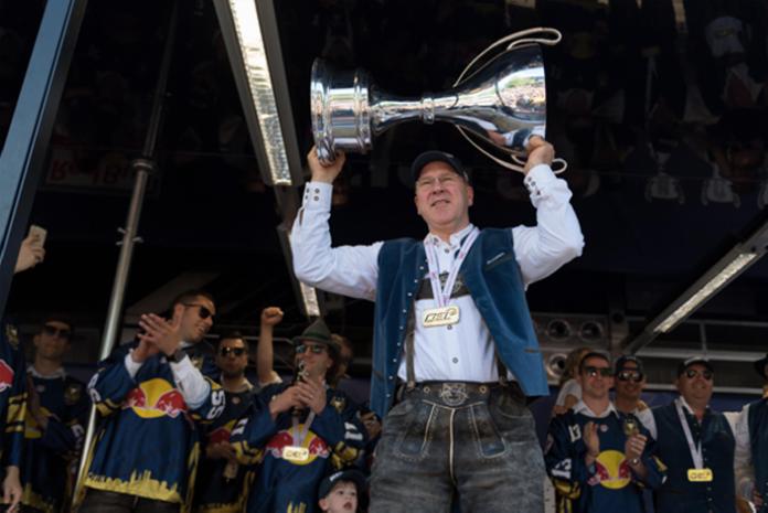 Mehr als 2.500 Fans feiern den Meister-Hattrick