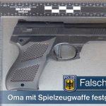 Anscheinswaffe in der S-Bahn - Angst bei Reisenden durch Oma mit Spielzeugpistole