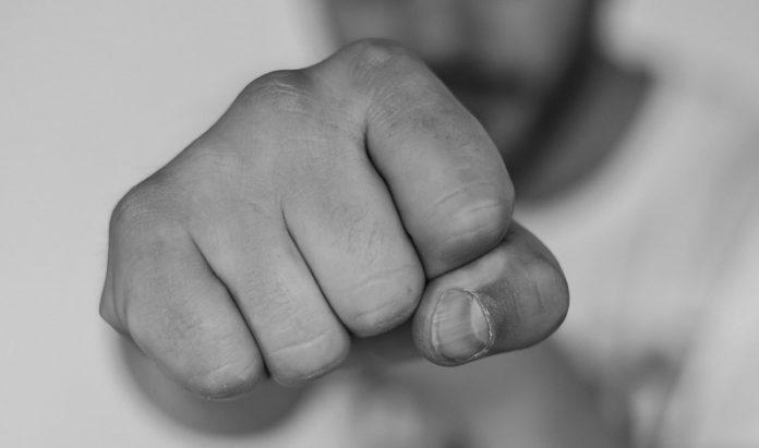 Messestadt: Jugendgruppe prügelt auf Security-Angestellten ein