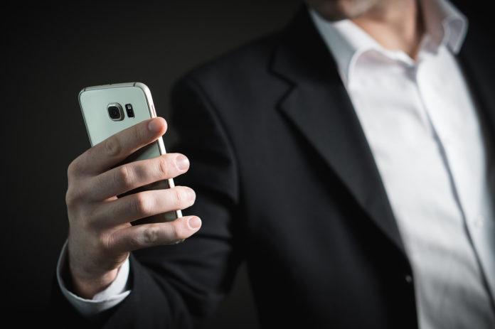 Amazon muss gebrauchte Smartphones in der Werbung eindeutig kennzeichnen