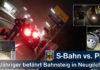 Mit dem Auto auf den Bahnsteig gefahren - S-Bahn touchiert Kfz