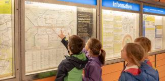 Auf Familienrallye mit den Öffentlichen: Kinder lernen, wie sie sicher und schnell unterwegs sind