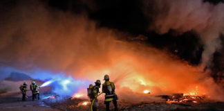Flammen unter der Reichenbachbrücke
