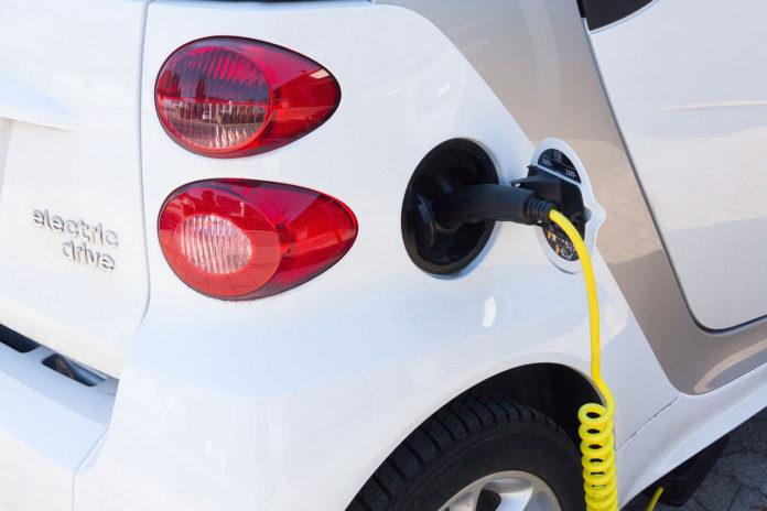 Warnton für Elektroautos und steuerfreie Jobtickets