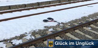 Rollator von Zug erfasst - 40-Jähriger stürzt am Bahnsteig