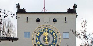 Astronomische Uhr im Museumshof läuft nach Restaurierung wieder
