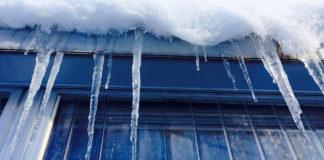 Baureferat lässt Schnee von städtischen Hallen präventiv räumen