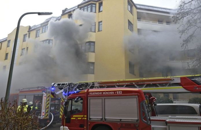 Frau bei Wohnungsbrand verletzt